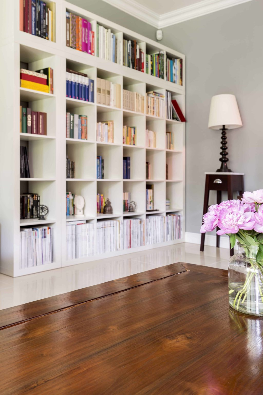 tidy-up-odds-and-ends-shelves