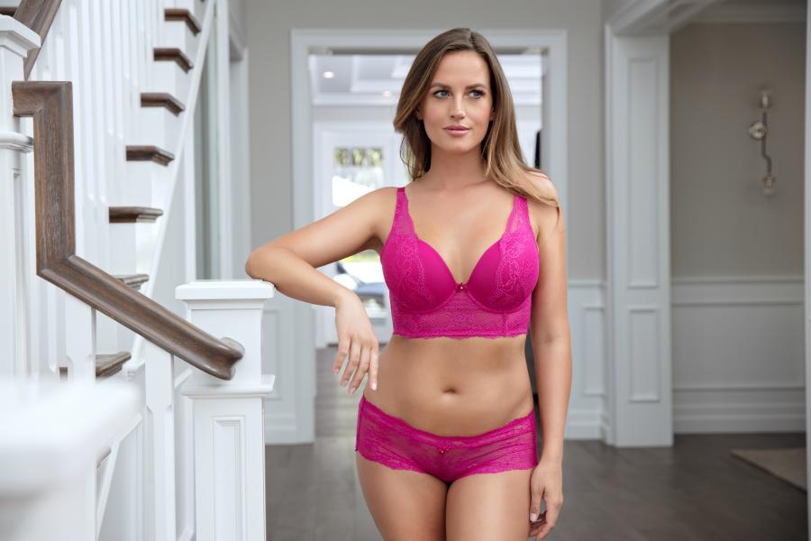 correct bra fit - How Many Rows Of Hooks Do I Need On My Bra?