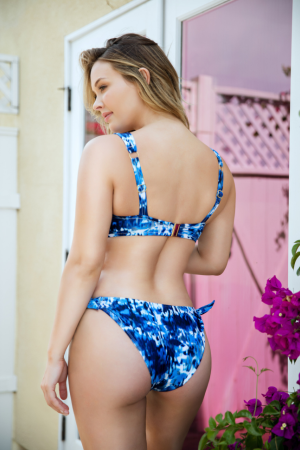 how should swimsuit bottoms fit
