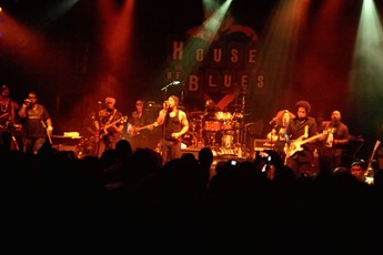 D'Angelo on stage at the House of Blues Los Angeles