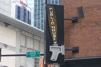 Public House - Gastropub | Restaurant in Chicago.