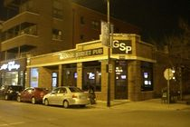 George Street Pub - Beer Garden | Gastropub | Restaurant in Chicago.