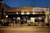Mad River Bar & Grille - Restaurant | Sports Bar in Chicago.
