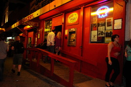 Arlene's Grocery - Bar | Live Music Venue | Lounge in New York.