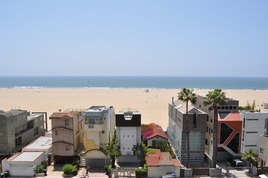 Santa Monica Beach - Beach | Outdoor Activity in Los Angeles.