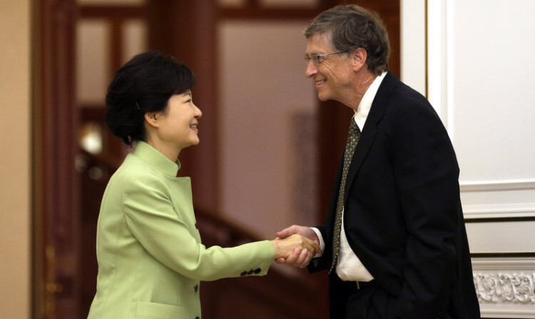 Bill Gates and South Korean President Park Geun-hye. Photo by Lee Jin-man/AP.
