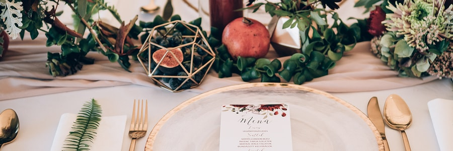 beautiful wedding table decorated by event planner