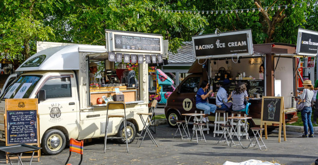 Restaurant or Food Truck: Which Is Better for a Beginner