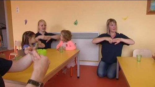 IFS : L'apprentissage de la langue des signes à la crèche