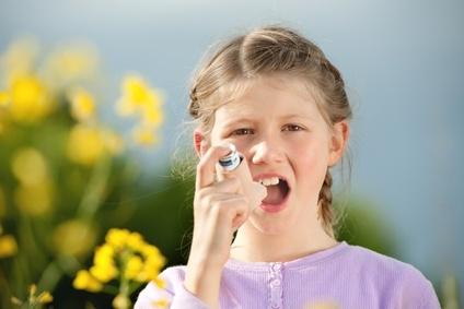 Bronchodilatateurs et corticoïdes inhalés : vers un meilleur contrôle de l'asthme chez l'enfant
