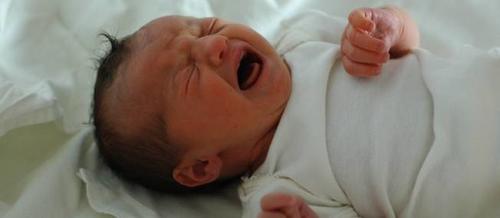 Faut-il laisser pleurer un bébé la nuit ?
