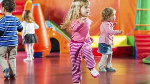 Plus de places en crèches et d'assistantes maternelles : les modes de gardes s'améliorent en France