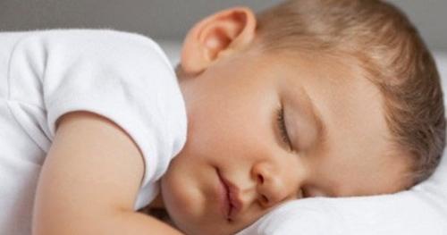 le manque de sommeil chez le nourrisson entrainerait des problèmes comportementaux en grandissant