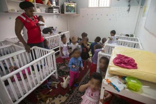 Les crèches sauvages en Israël, enfer des enfants africains