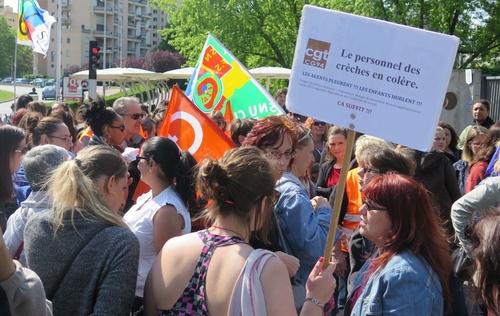 Val-de-Marne : 150 agents des crèches manifestent et récupèrent leur prime