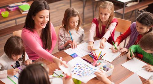 Quels métiers de la petite enfance recrutent ?