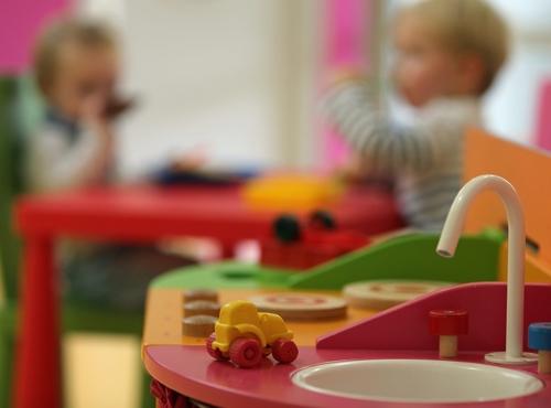 Crèche, nounous, scolarisation: les mauvais chiffres du Haut Conseil à la Famille