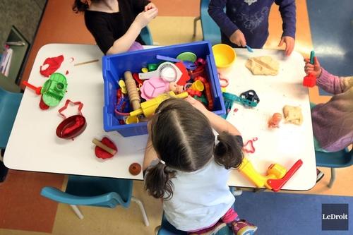 Petite enfance: Québec favorise les garderies privées, soutient l'IRIS