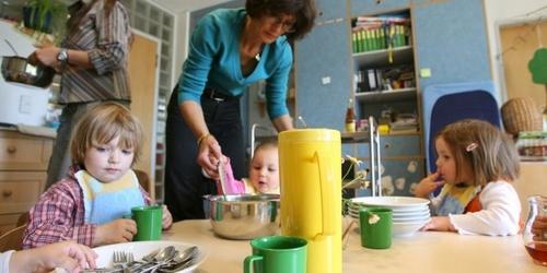 Petite enfance : un rapport préconise la refonte des formations