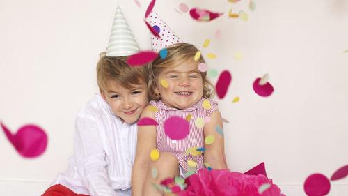 Dijon : une crèche remplace les fêtes des mères et des pères par la