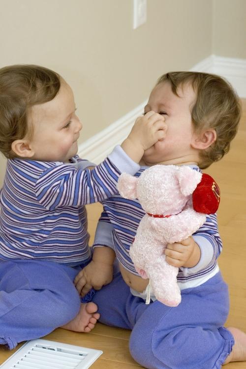 Bébés mordus, bébés mordeurs : mais que fait la crèche ?