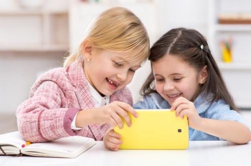 Ecrans : interdire aux moins de 3 ans