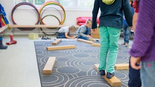 [Suisse] Une crèche genevoise adapte ses horaires aux besoins des parents