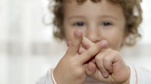 Des crèches moins bruyantes avec le langage des signes