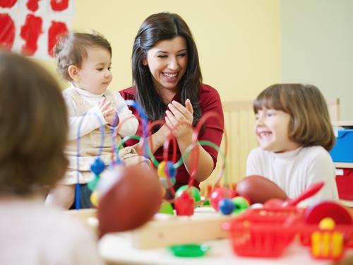 Rénovation des diplômes de la petite enfance : ce qu'il faut savoir