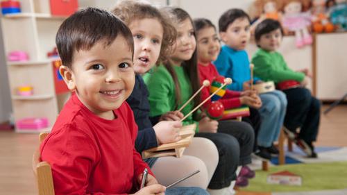Les crèches musicales qui stimulent le langage des enfants