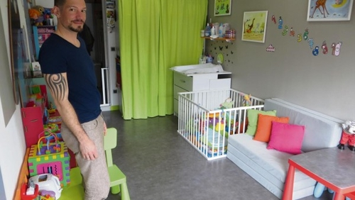 « Tonton Manu » est assistant maternel à Val-de-Saâne