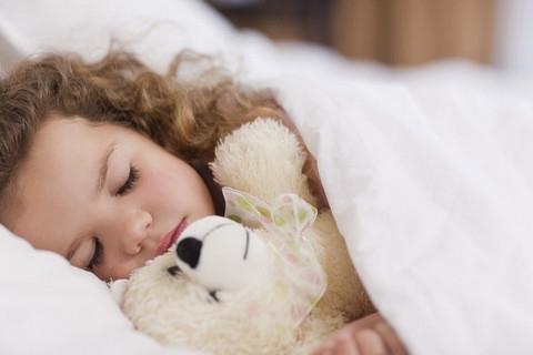 Fitoterapia bambini: Passiflora, Escolzia e miele il mix per dormire meglio