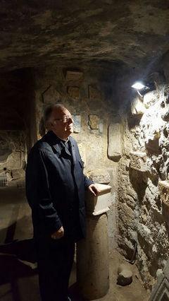 Mons Gianni Carrù, si è recato in Sardegna, presso le catacombe di S. Antioco
