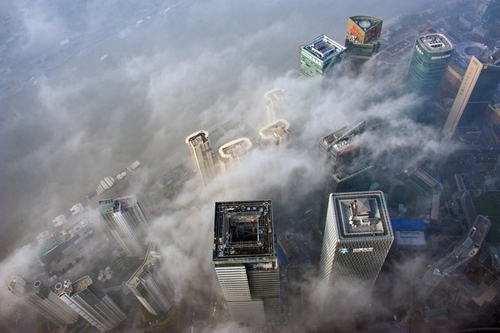 Smog Clouds Shanghai's Drive to Become Global Financial Center