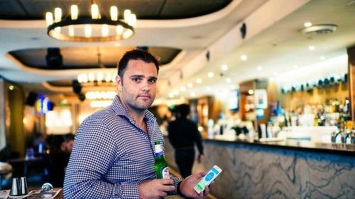 Smartphone app deal helps Woolworths' ALH pubs move towards cashless system