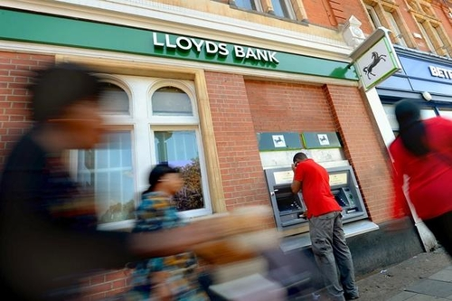Thousands of jobs to go in Lloyds revamp