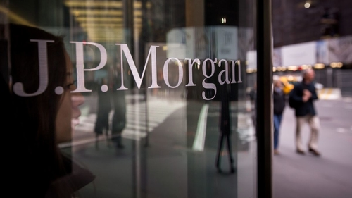 JPMorgan tells banks to partner up as US deposit drian looms