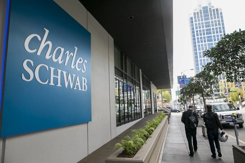 Schwab Announces New Robo-Hybrid Service