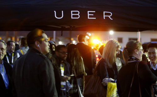 Uber Gives Restless Employees a Way to Cash Out