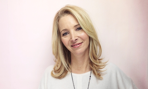 Lisa Kudrow Sounds Off on Cultural Norms and Societal Standards