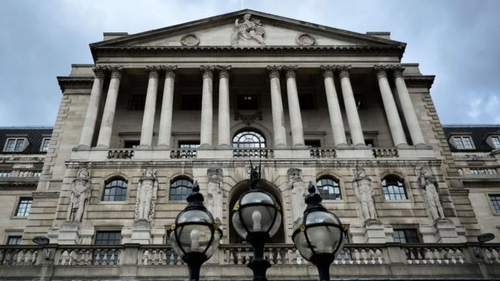 Bank of England votes 8-1 to hold rates at 0.5%