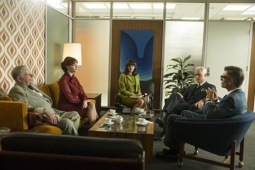 (vidéo) Mad Men : Joan Holloway dans un bureau du 21e siècle, ça donnerait quoi ?