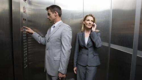 Le mythe de la femme dans l'ascenseur