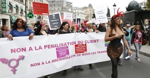 Sanctionner les clients de prostituées : qui est pour, qui est contre ?