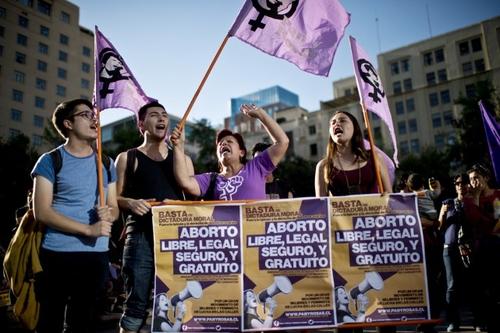 Chili : 60% des jeunes favorables à la loi sur l'avortement