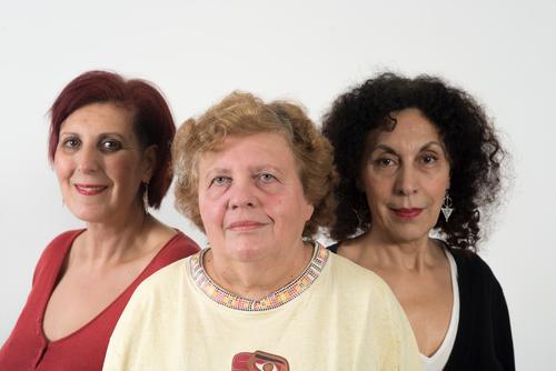 Les femmes sans voile accusent