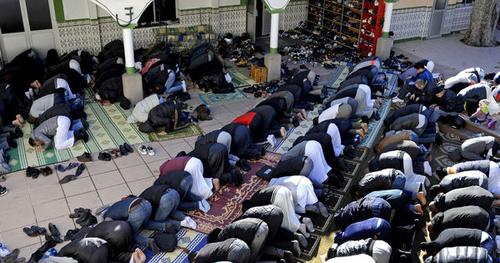 Marginalisés, des homosexuels musulmans observent ensemble le Ramadan