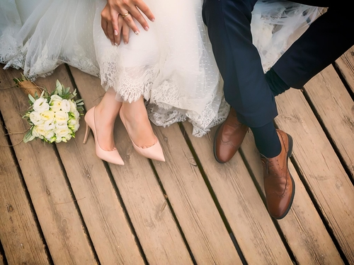 10-year relationship contracts could replace marriages and prevent divorce, say relationship experts