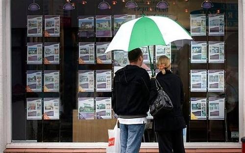 Halifax calcola  il rapporto stipendio/prezzo degli immobili con criteri discutibili