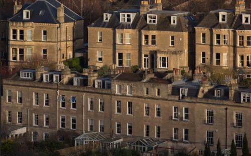 I prezzi degli immobili salgono di £100 al giorno nel mese di aprile